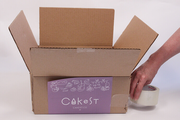 how to deliver your cake safely box taped